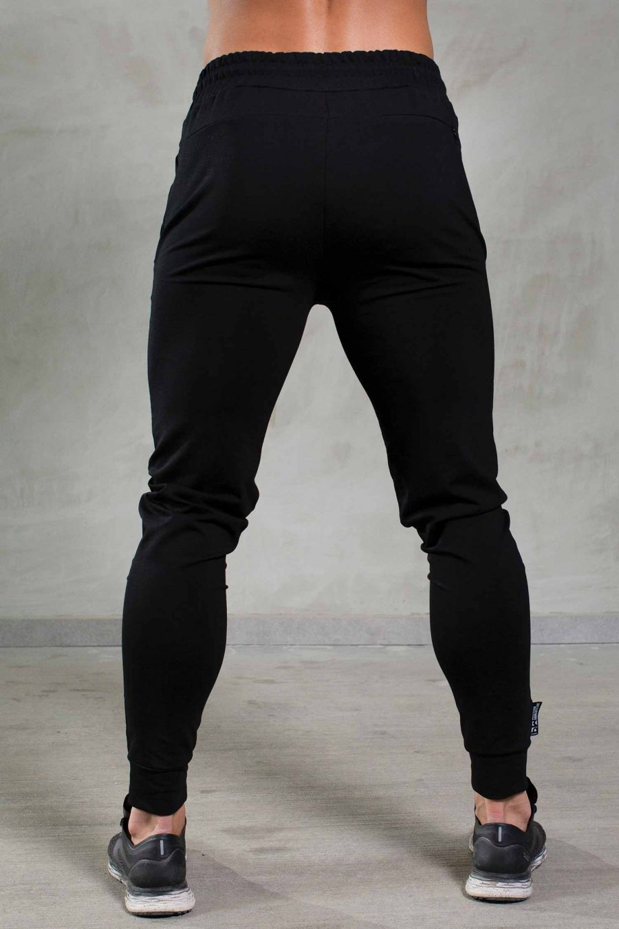 essentils-black-pantrs-back